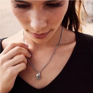 Buddha-to-buddha-sieraden-hangers-kopen-bij-Wolters-Juweliers-Coevorden-Emmen